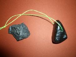 石のペンダント